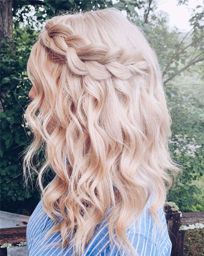 Stunning Bridesmaid Hairstyles Make You Look Beautiful 13