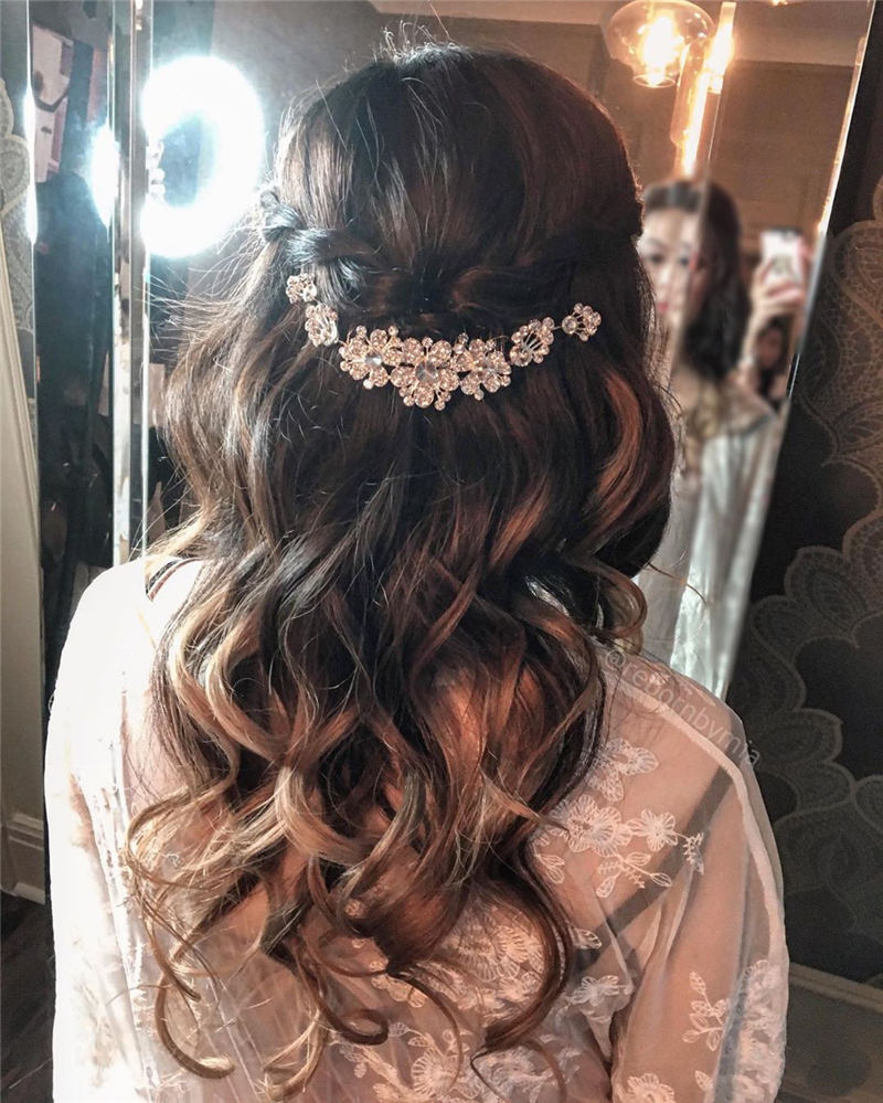 Stunning Bridesmaid Hairstyles Make You Look Beautiful 15