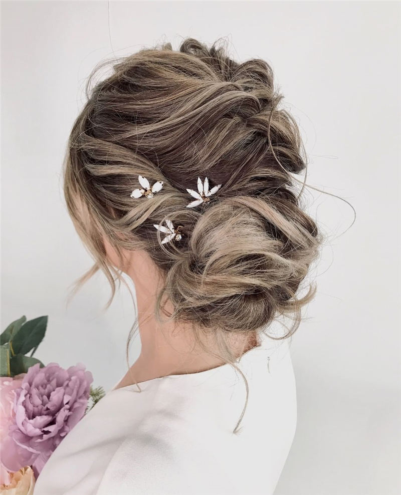 Stunning Bridesmaid Hairstyles Make You Look Beautiful 16