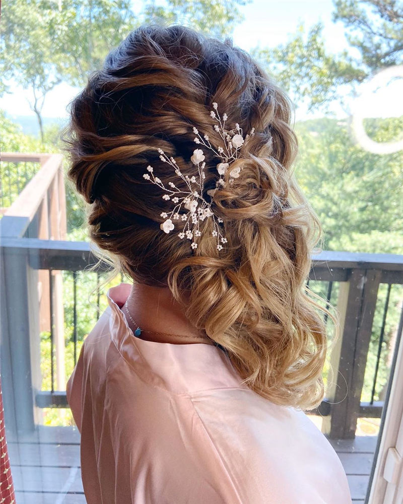 Stunning Bridesmaid Hairstyles Make You Look Beautiful 25