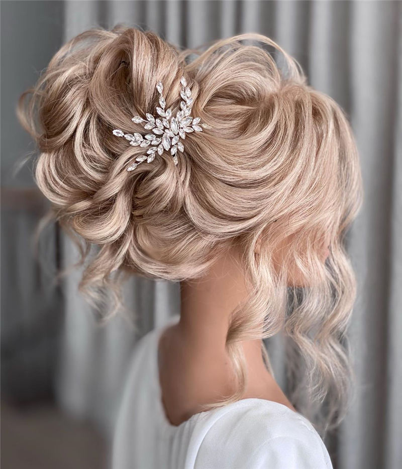Stunning Bridesmaid Hairstyles Make You Look Beautiful 26