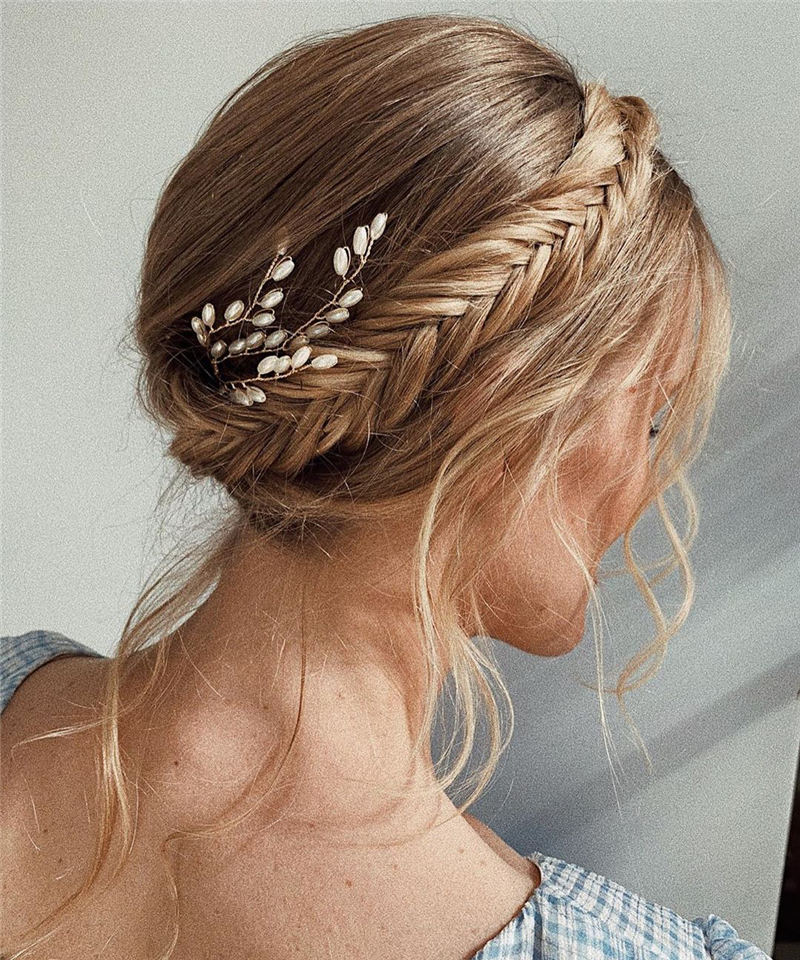 Stunning Bridesmaid Hairstyles Make You Look Beautiful 28