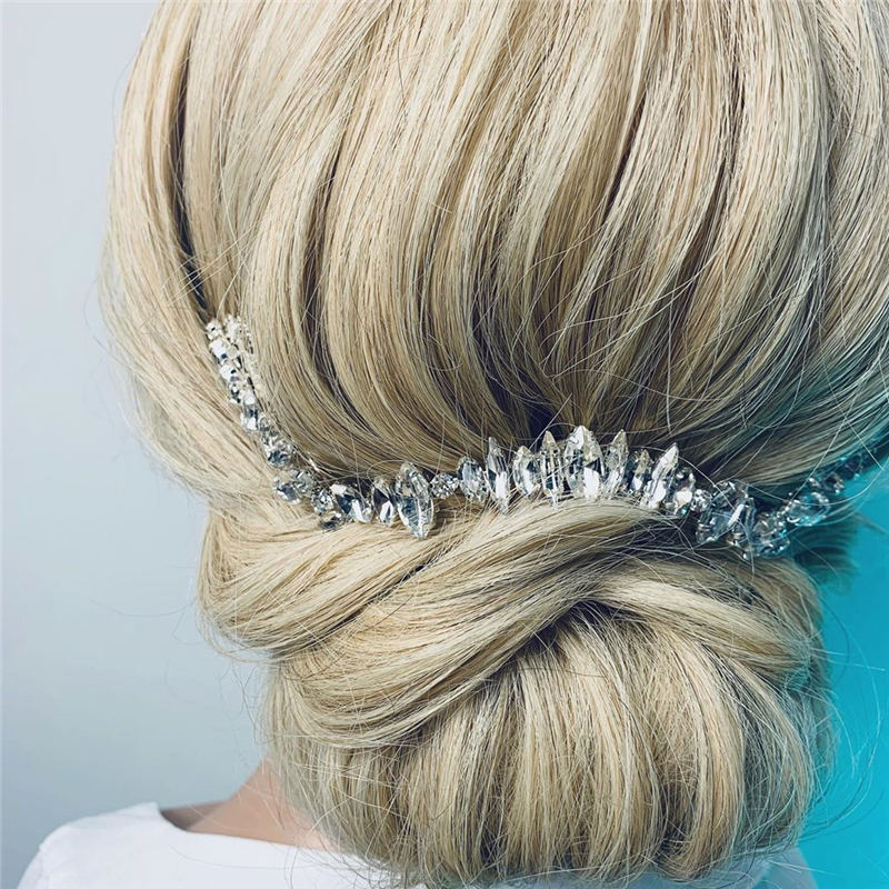 Stunning Bridesmaid Hairstyles Make You Look Beautiful 31