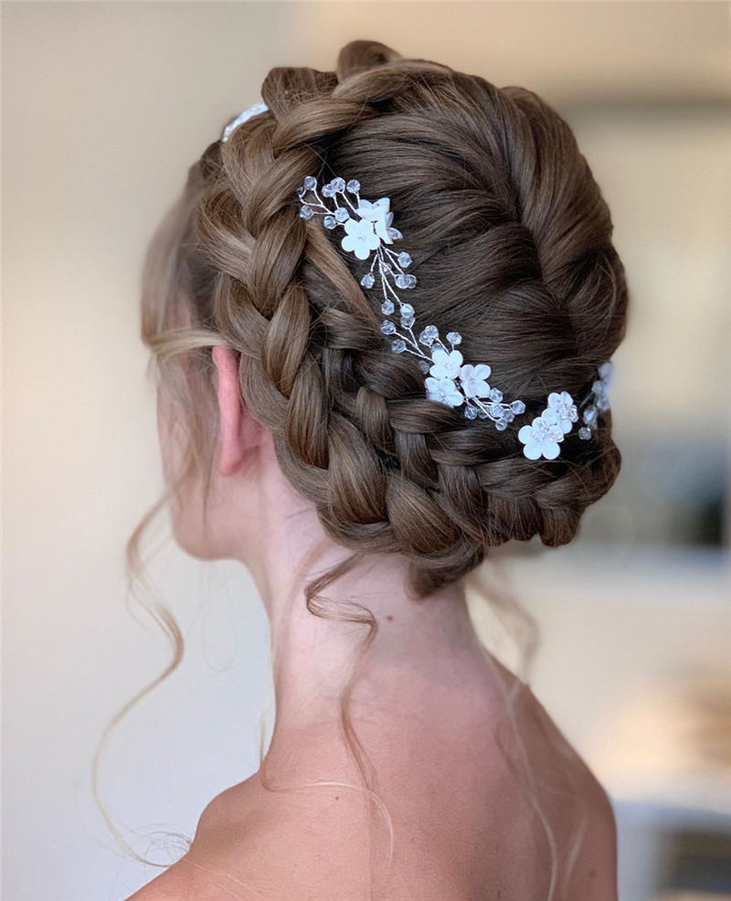 Stunning Bridesmaid Hairstyles Make You Look Beautiful 34