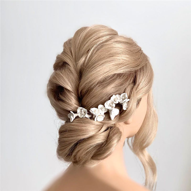 Stunning Bridesmaid Hairstyles Make You Look Beautiful 35