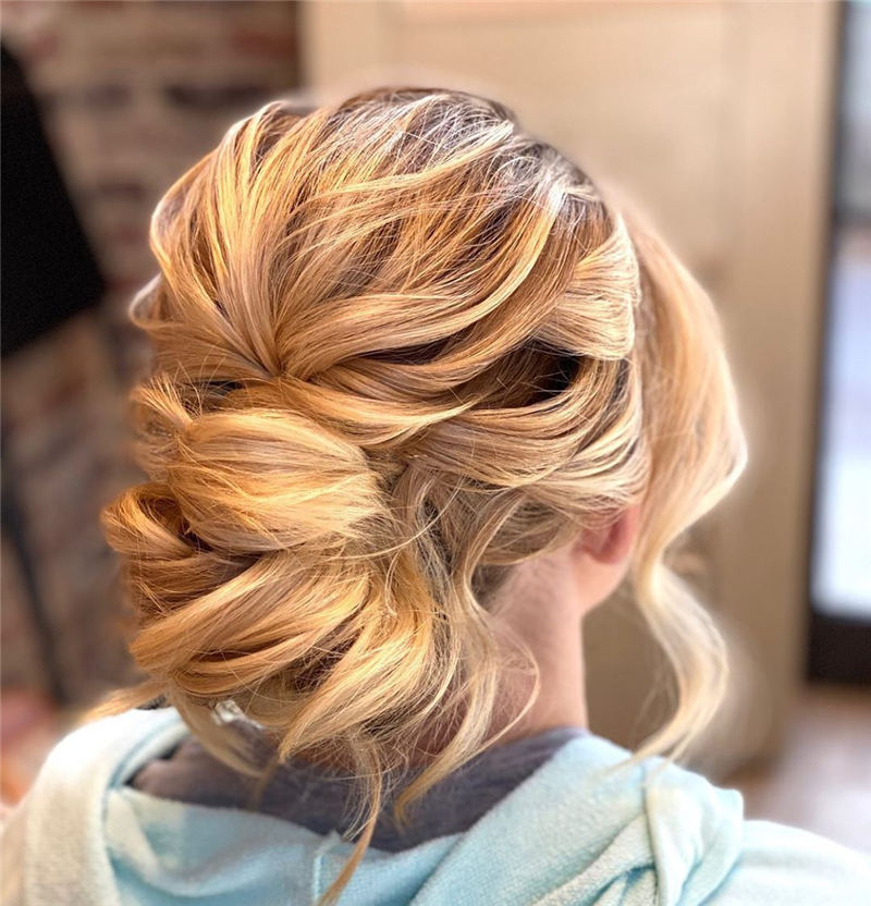 Stunning Bridesmaid Hairstyles Make You Look Beautiful 36