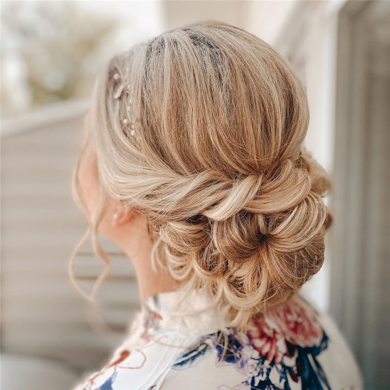 Stunning Bridesmaid Hairstyles Make You Look Beautiful 38