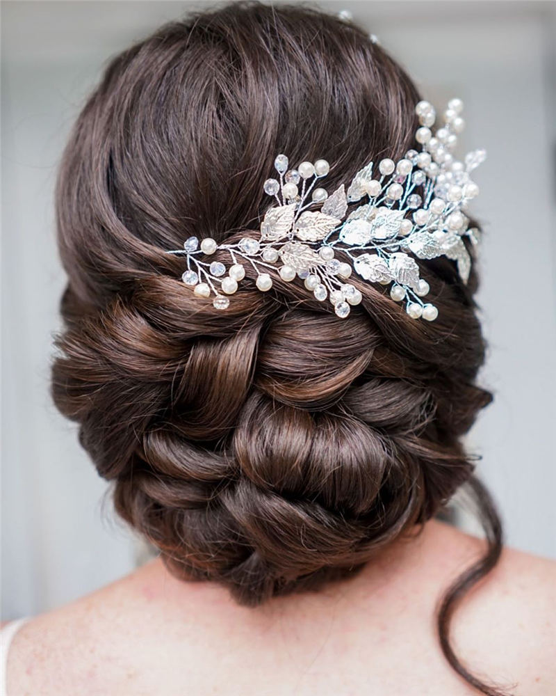 Stunning Bridesmaid Hairstyles Make You Look Beautiful 39