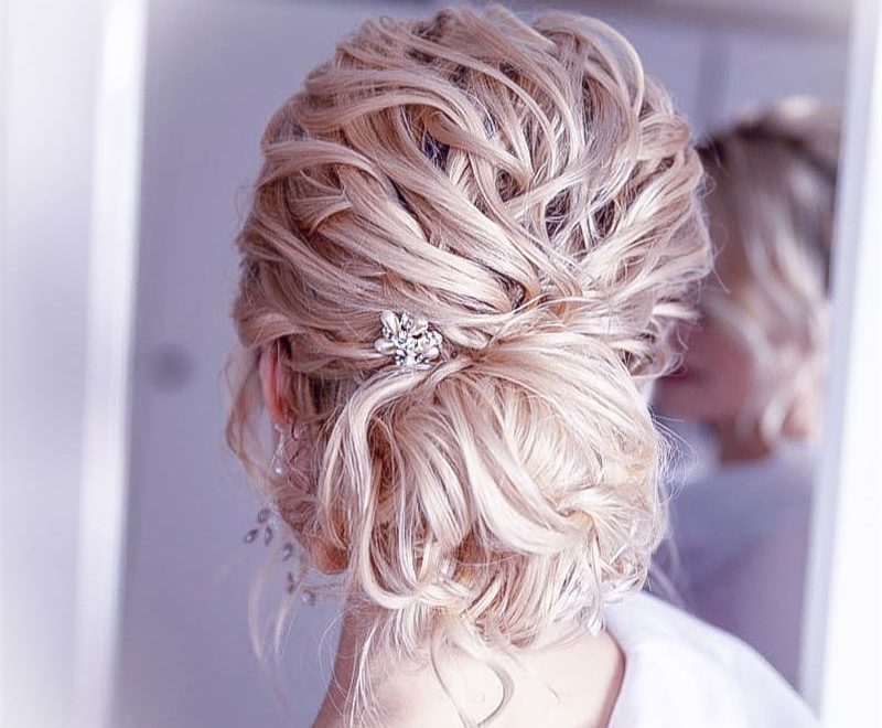 Stunning Bridesmaid Hairstyles Make You Look Beautiful 40