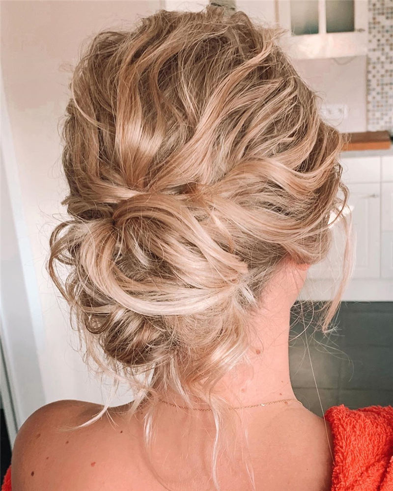 Stunning Bridesmaid Hairstyles Make You Look Beautiful 41