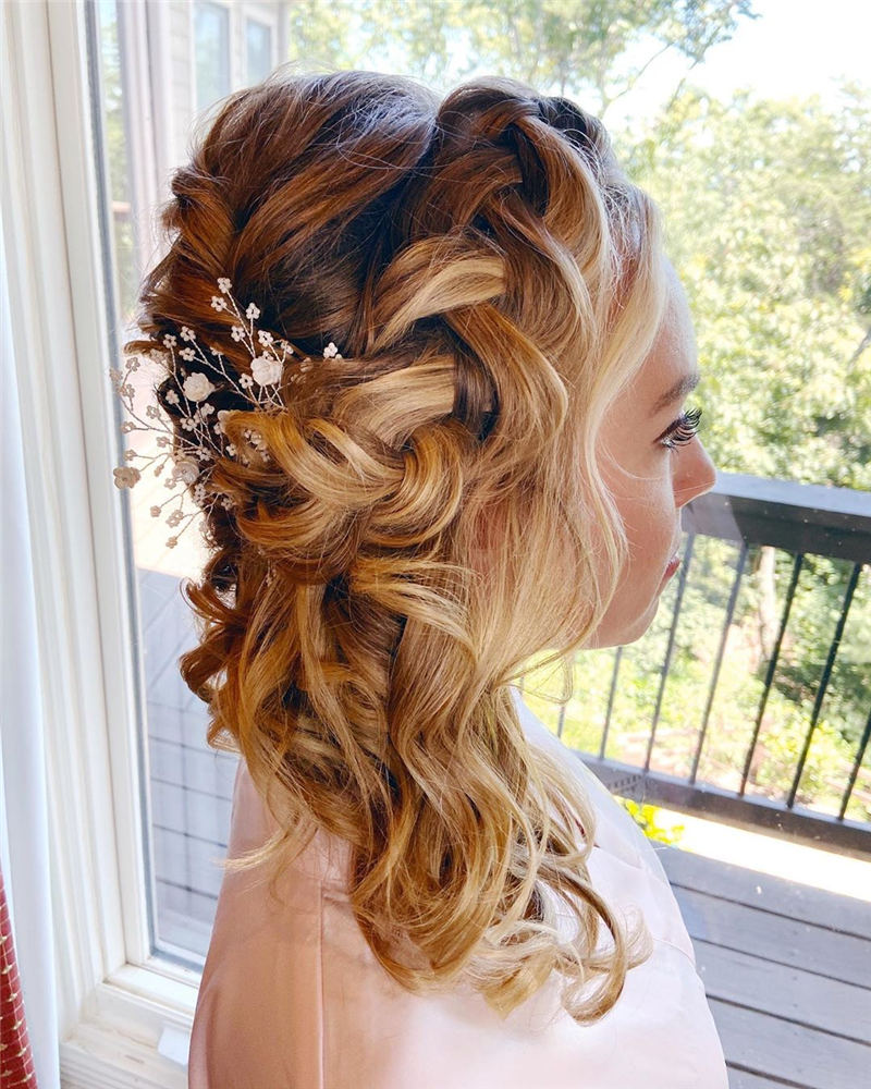 Stunning Bridesmaid Hairstyles Make You Look Beautiful 43