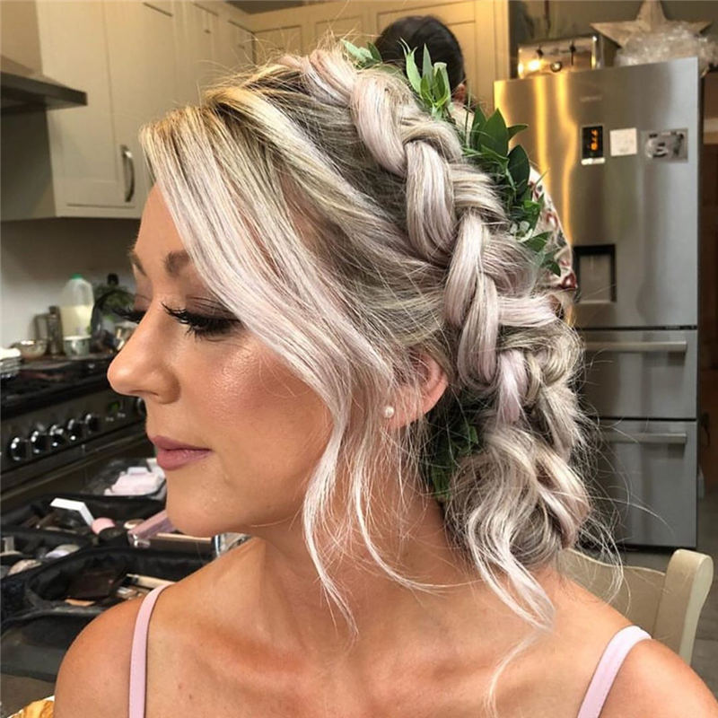 Stunning Bridesmaid Hairstyles Make You Look Beautiful 45