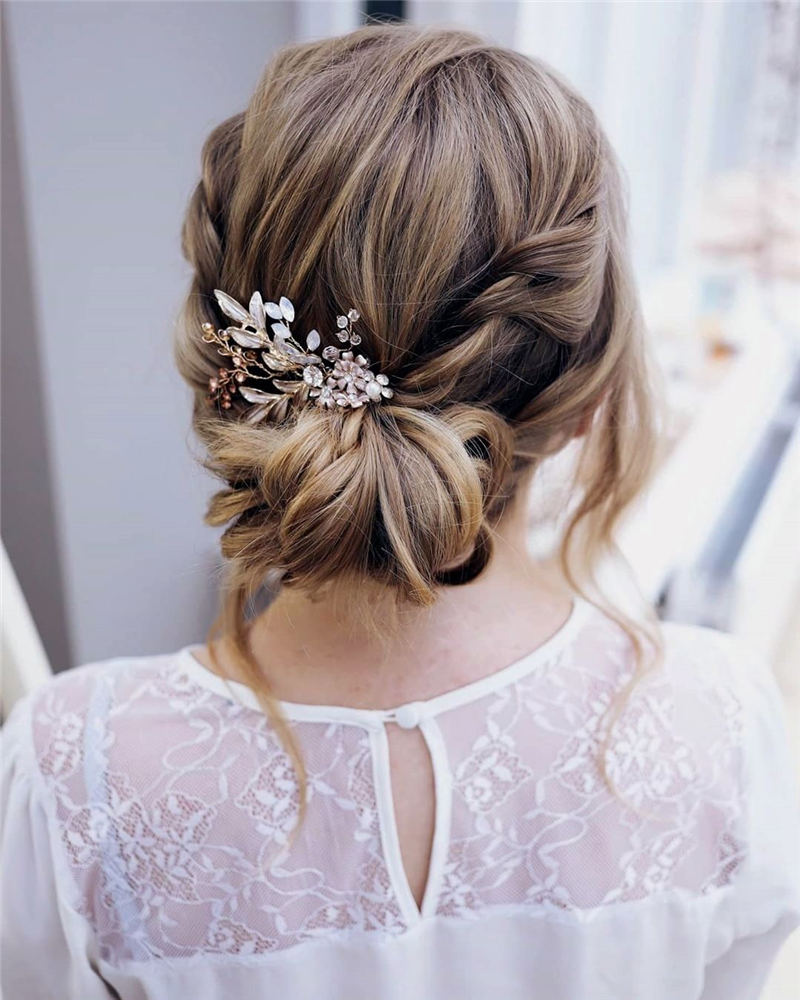 Stunning Bridesmaid Hairstyles Make You Look Beautiful 52