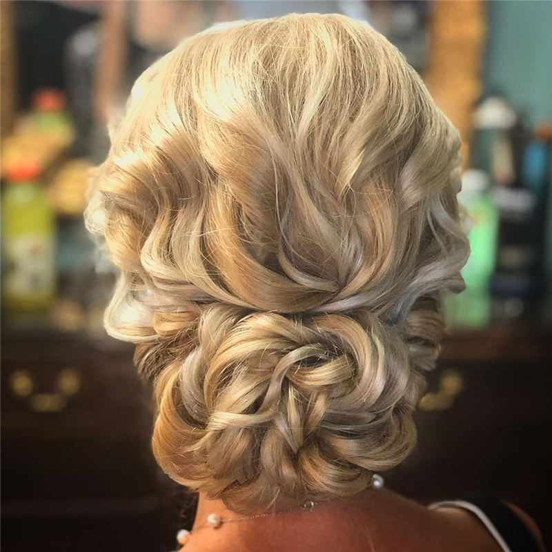 Stunning Bridesmaid Hairstyles Make You Look Beautiful 53