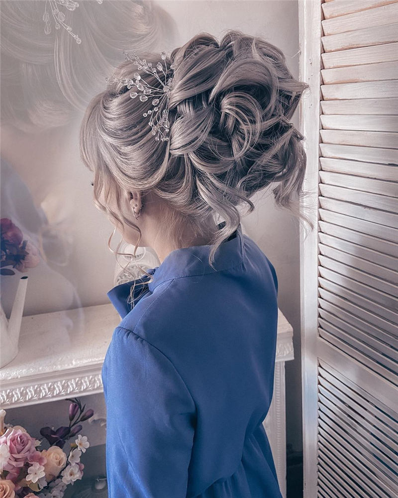 Beautiful Updos for Medium Length Hair 2020 37
