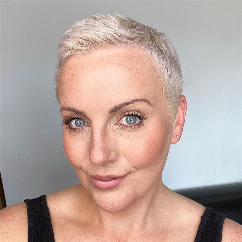 Best Hairstyles and Haircuts for Women Over 40 16