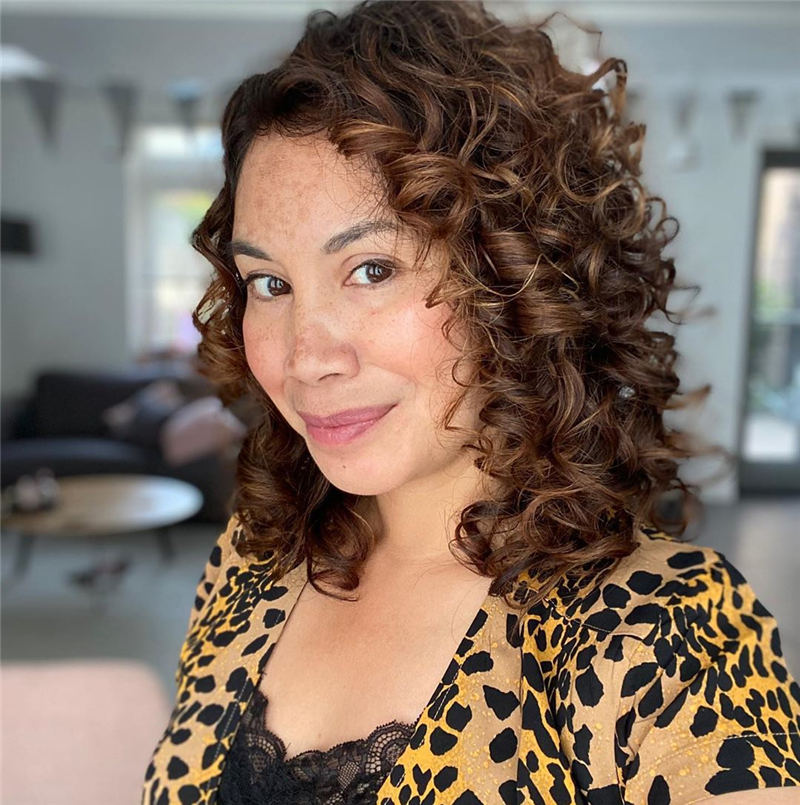 Best Hairstyles and Haircuts for Women Over 40 26