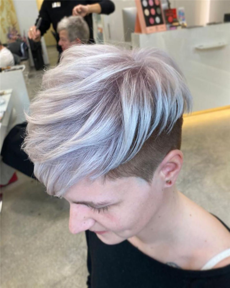 Coolest Trendy Hair Color for Short Hair 22