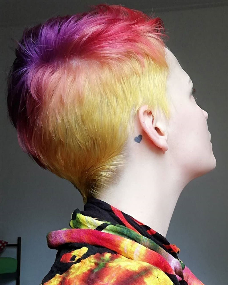 Trendy Colored Pixie Haircut for Short Hair 05