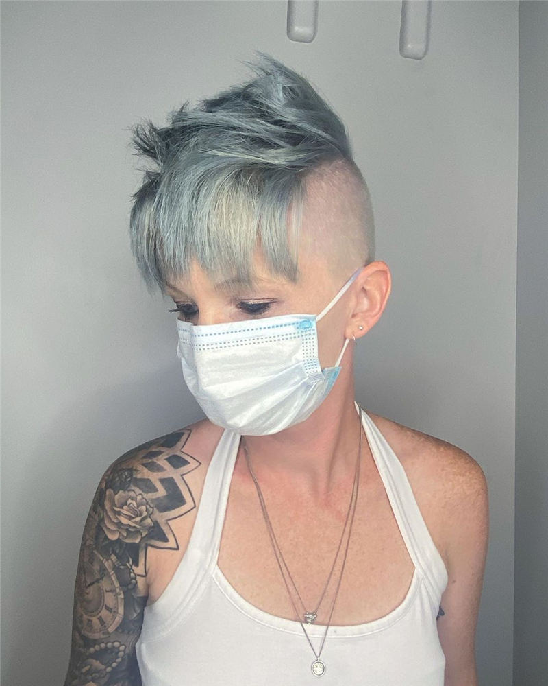 Trendy Colored Pixie Haircut for Short Hair 16