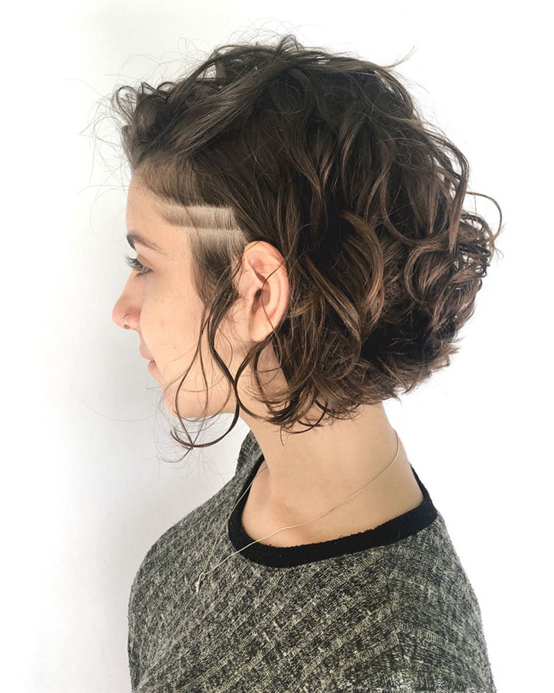 Most Stylish Short Wavy Hairstyles for 2021 01