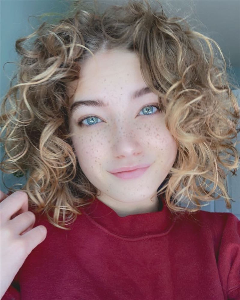 Best Curly Bob Hairstyles To Inspire You 17