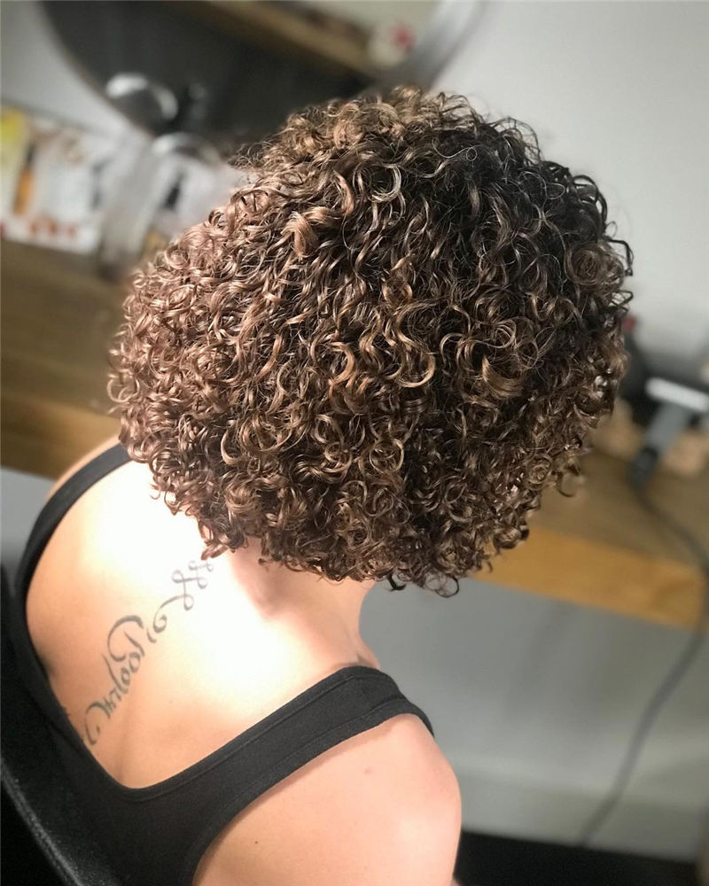 Best Curly Bob Hairstyles To Inspire You 24