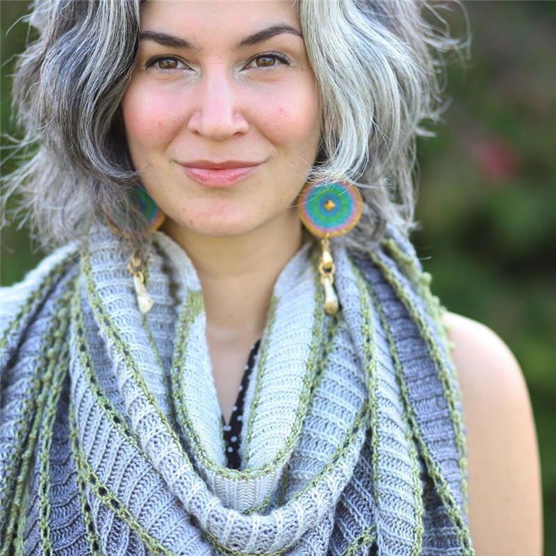 Stylish Grey Hair Ideas That Dont Make You Look Older 09