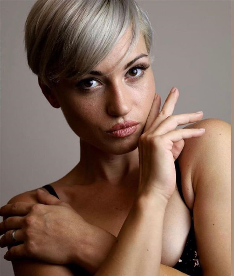 Stylish Grey Hair Ideas That Dont Make You Look Older 46