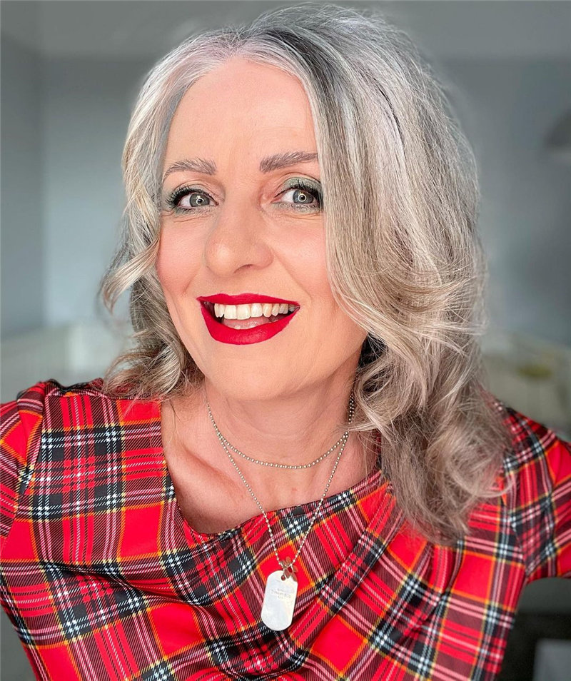 Best Hairstyles for Women Over 50 to Look Younger in 2021 06