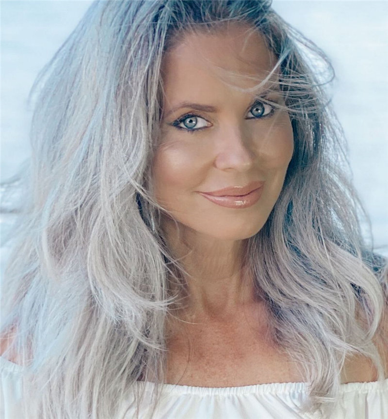 Best Hairstyles for Women Over 50 to Look Younger in 2021 08