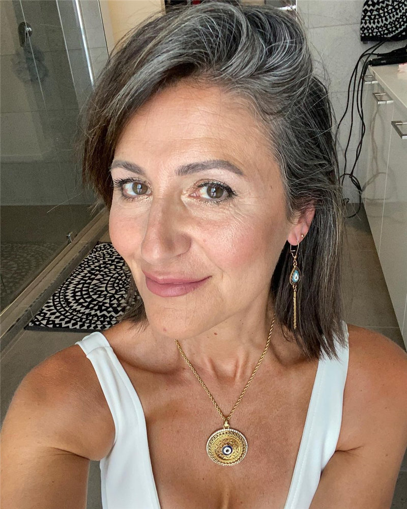 Best Hairstyles for Women Over 50 to Look Younger in 2021 15