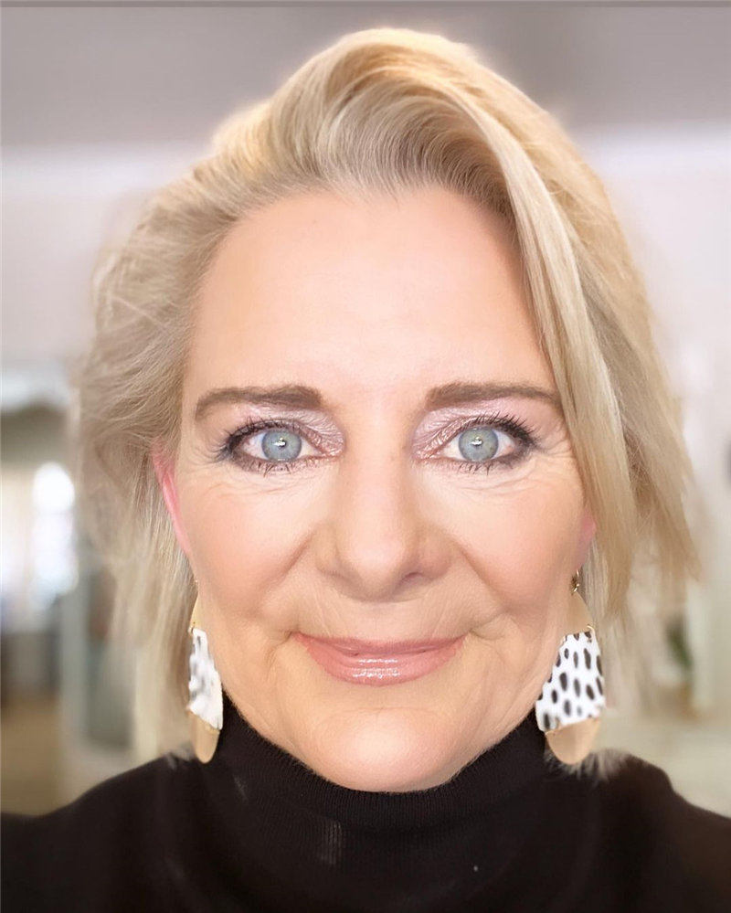 Best Hairstyles for Women Over 50 to Look Younger in 2021 22