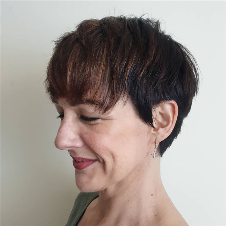 Short Brown Hair with Highlights to Look Gorgeous 03