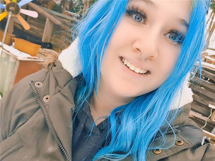 Hottest Blue Hairstyles and Color Ideas 2021 53