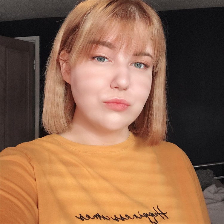 Blonde Short Hair with Bangs 1