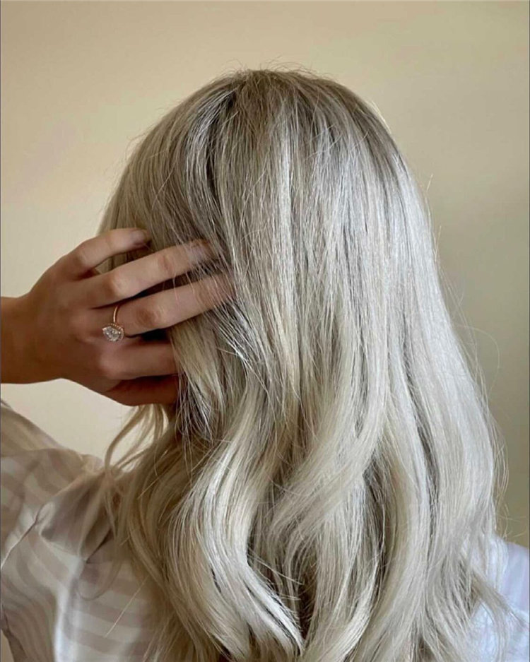 Platinum Blonde Hairstyle Ideas to Look Gorgeous 04