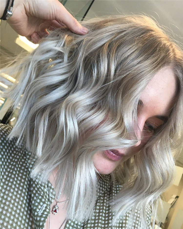 Platinum Blonde Hairstyle Ideas to Look Gorgeous 36