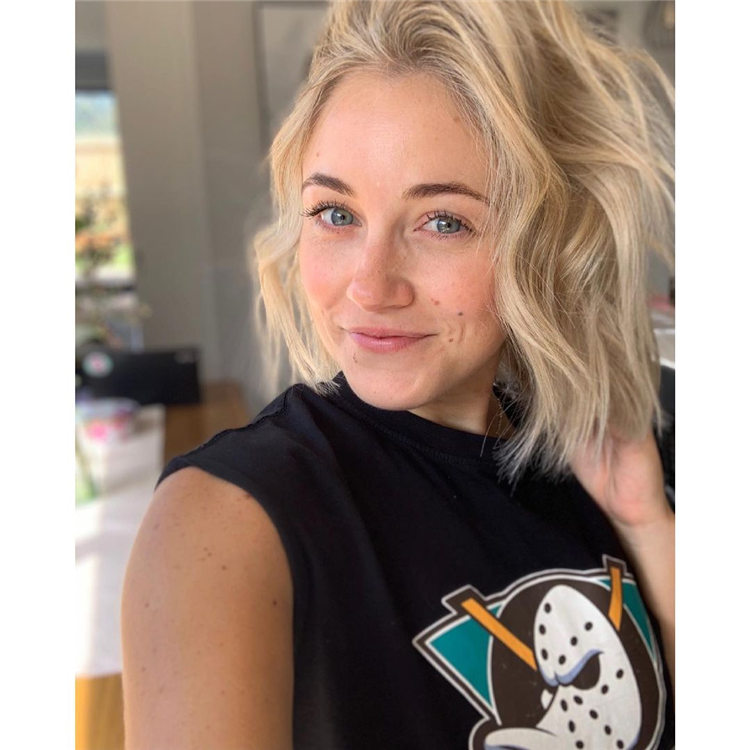 Short Blonde Wavy Hair 1