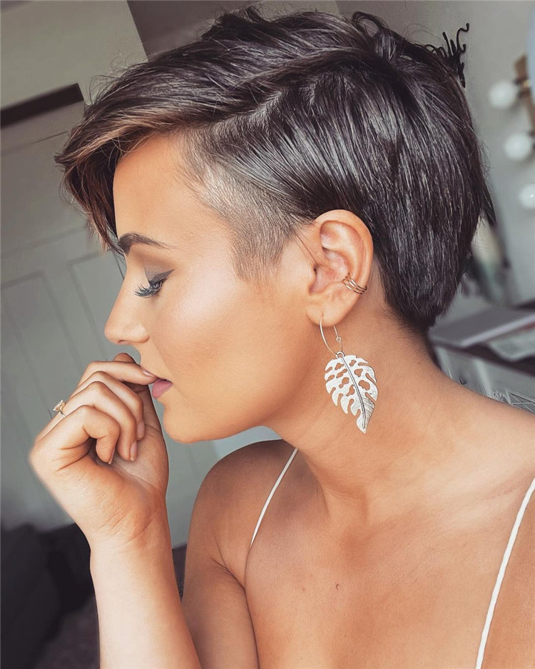 Incredible Short Hairstyles for Women 2021 24