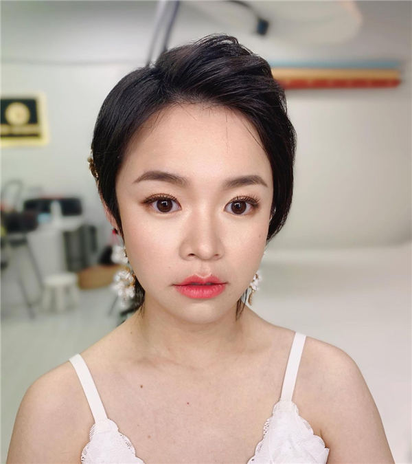 Simple Side Parting Pixie